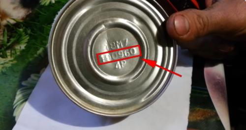Открыл консервы СССР, которым почти 60 лет. Предлагаю взглянуть, что внутри
