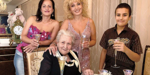 Дочери Аллегровой уже 47 лет. Как она сейчас живет и выглядит?