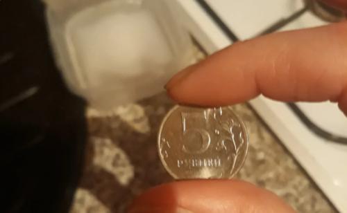 Вот для чего я кладу монету в морозилку каждый раз, когда покидаю дом
