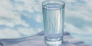 «Опусти стакан» — мудрая притча о том, как стоит относиться к проблемам