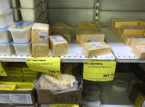 Знакомая продавец подсказала, какие продукты в магазинах нужно обходить стороной