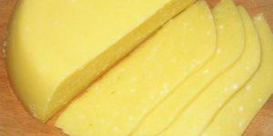 Вкуснейший сыр, приготовленный по этому рецепту, получается очень удачным и готовится совсем не сложно.