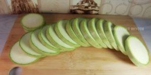 Кабачки теперь не жарю, а готовлю в духовке: проще, вкуснее и у плиты стоять не нужно 1