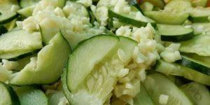 Новый салат из свежих огурцов. Набирает популярность в Интернете не по дням, а по часам 1